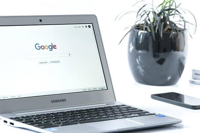 Googleをインターネットブラウザのホームページに設定したノートPC